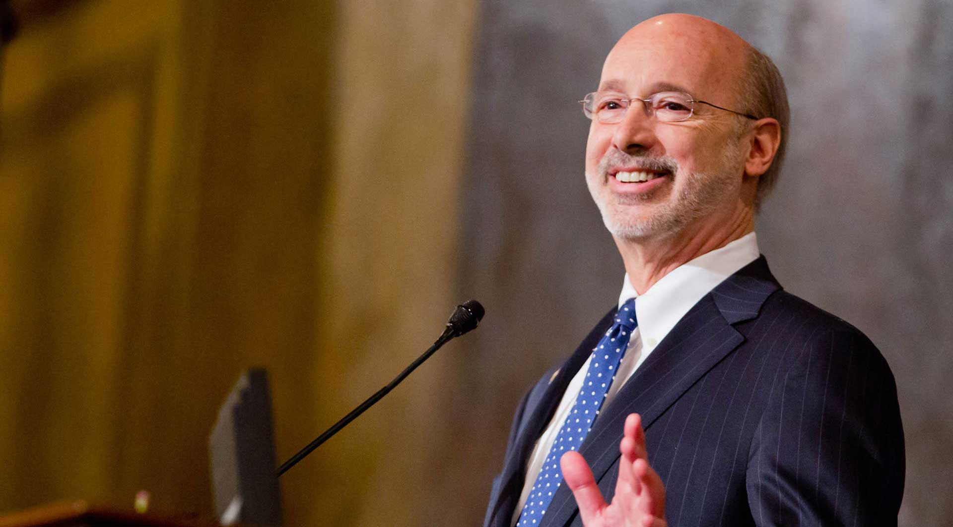 Image of Governor Wolf at podium