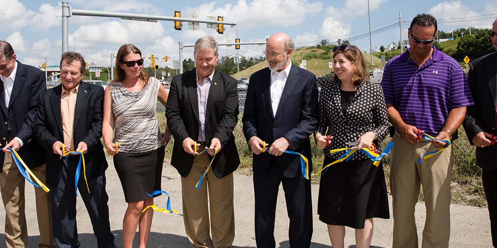 Image of Governor Tom Wolf cutting a ribbon.