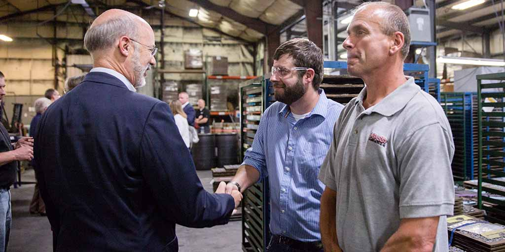 Image of Governor Wolf speaking to an apprentice