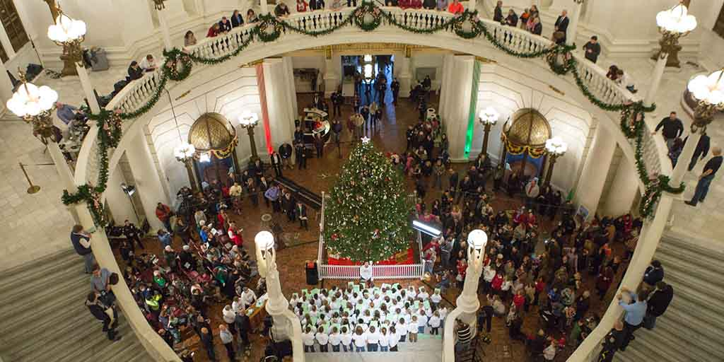 Capitol Christmas Tree.Governor Wolf And First Lady Wolf Light The 2017 Capitol