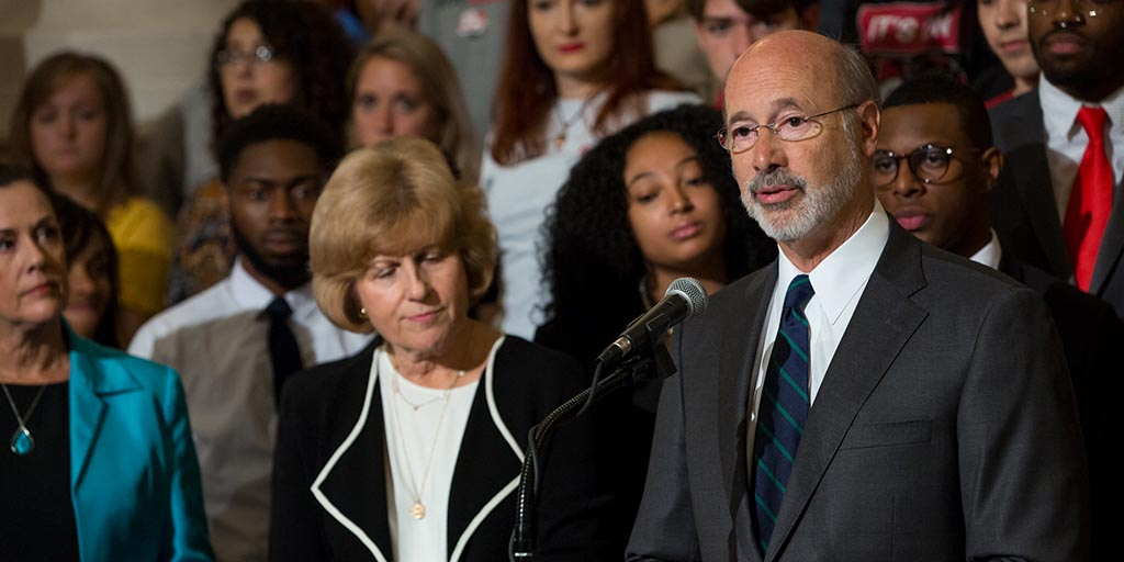 Image of Governor Tom Wolf with students
