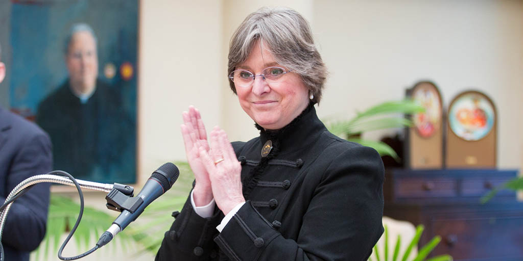 Image of First Lady Frances Wolf applauding.