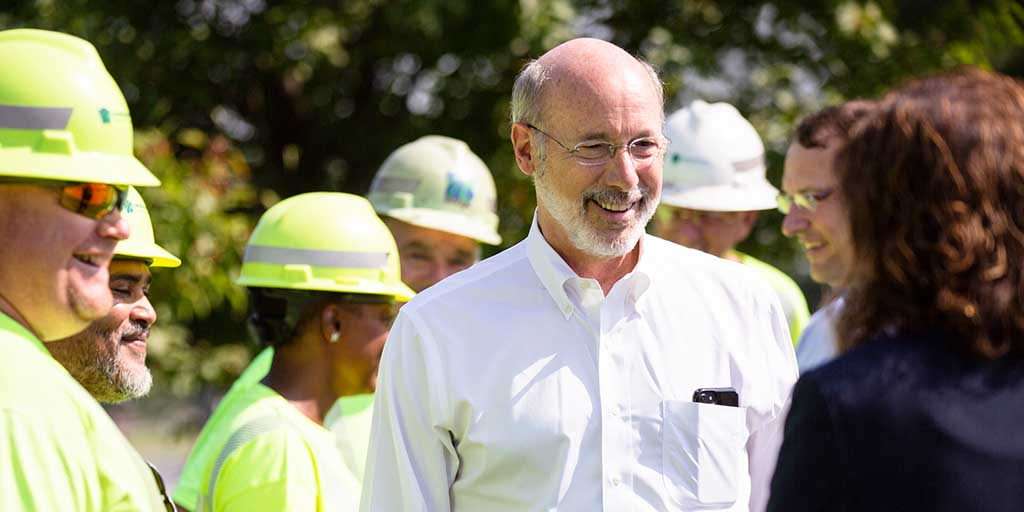 Image of Governor Tom Wolf speaking to PennDOT staff.