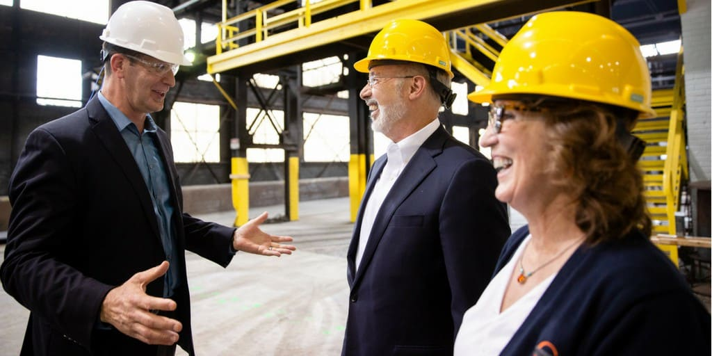 Image of Governor Wolf talking with workers
