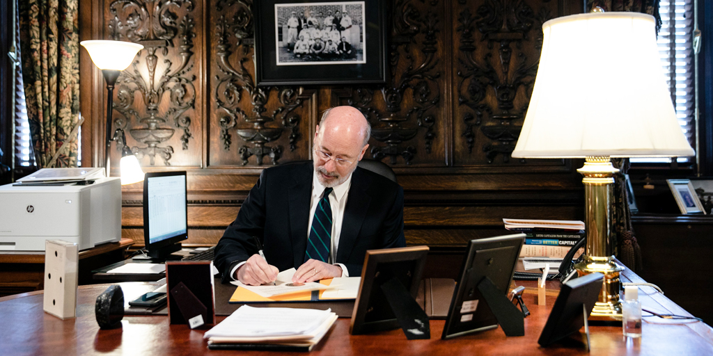 Governor Wolf signing Declaration