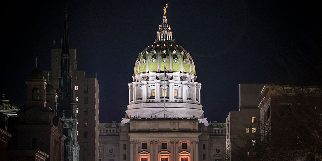 Front view of the Pennsylvania Capitol building lit up at night
