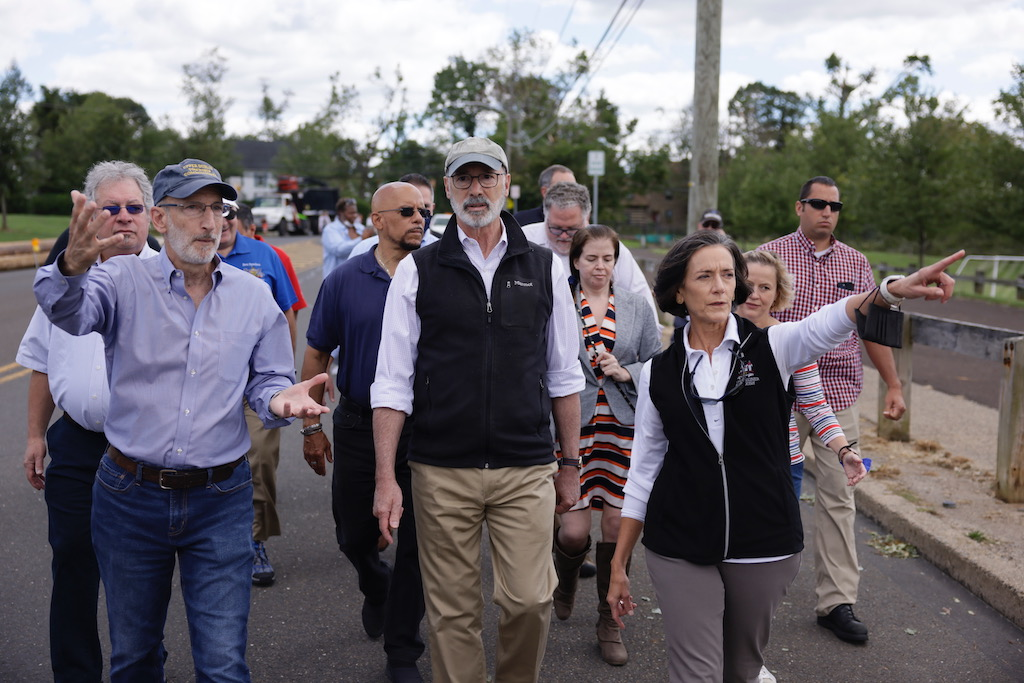 Governor-walking-with-group-of-people